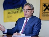 Volodymyr Lavrenchuk, chairman of the board of Raiffeisen Bank Aval in Ukraine, speaks with journalists in his Kyiv office on Sept. 15. (UNIAN)