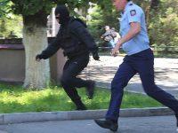 В Алма-Ате террористы застрелил трех полицейских и одного мирного жителя (видео)
