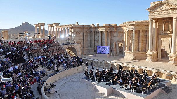 Россия организовала шоу в сирийской Пальмире (видео)