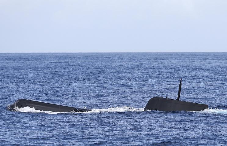Французские рыбаки поймали в сети португальскую подводную лодку