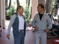 В соцсети высмеяли тренировки Медведева и Путина