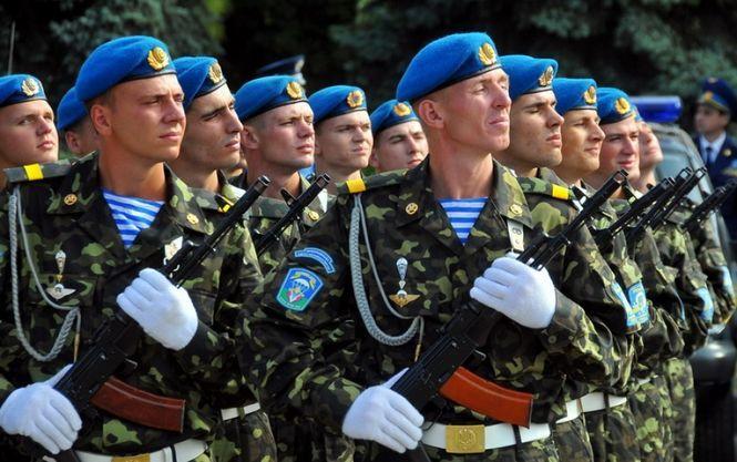 В России опять конфуз: ко Дню ВДВ на плакатах появились украинские десантники