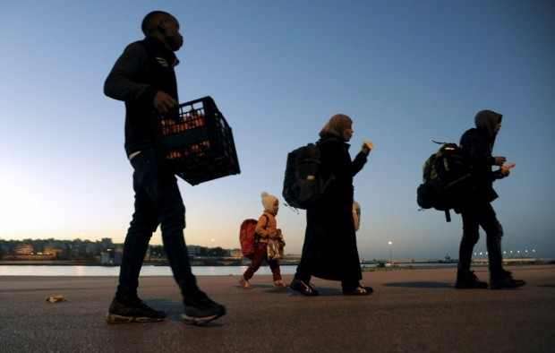 Наплыв беженцев в Грецию снизился на 90%