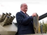 В России депутат на 5 часов застрял в танке (видео)