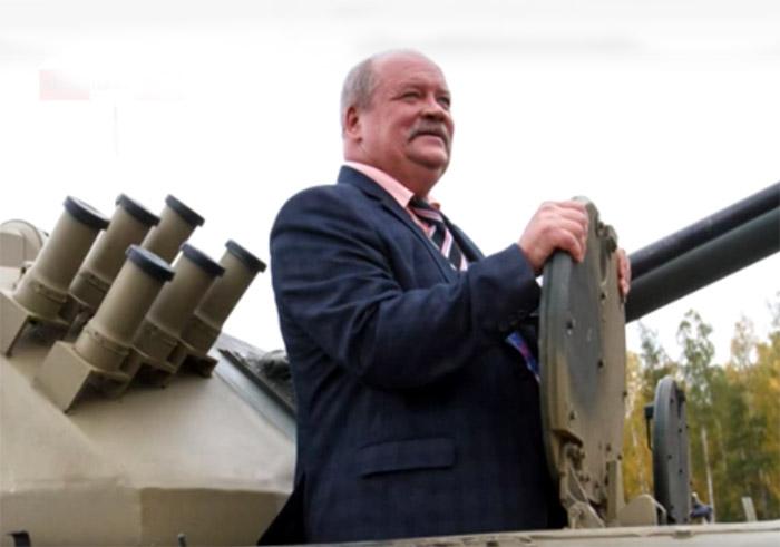 В России депутат на 5 часов застрял в танке