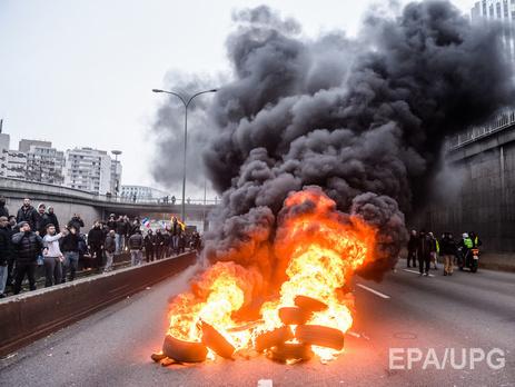 Забастовка такси: на французских дорогах жгут автомобильные шины