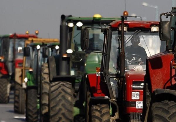 Россия: кубанских фермеров уговорили не идти тракторами на Москву