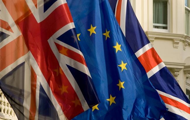 Сторонники выхода Британии из ЕС опережают противников на 4%