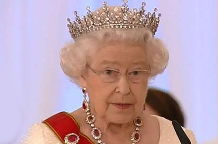 Королева Елизавета пожаловалась на грубость китайских чиновников