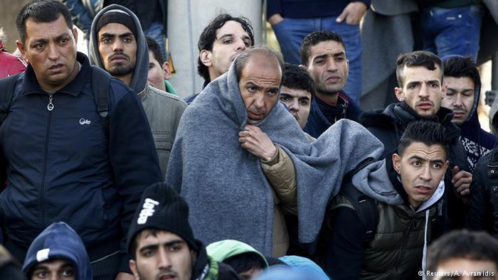 Македония-Греция: тысячи мигрантов живут на границе в автобусах