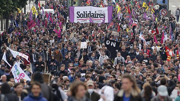 Франция бастует, Олланд защищает реформу трудового кодекса