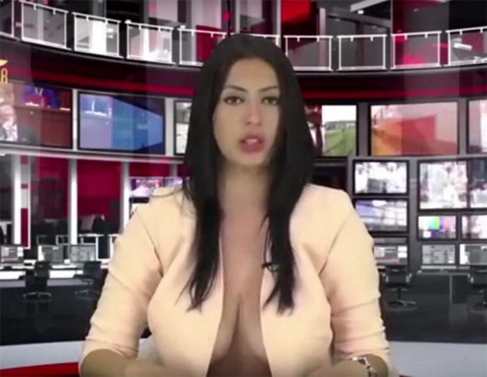 Пышногрудая ведущая албанского телевидения «взорвала» интернет