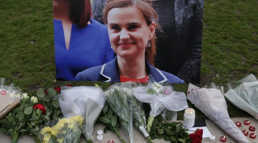 Британские политики приостановили агитацию из-за убийства депутата парламента