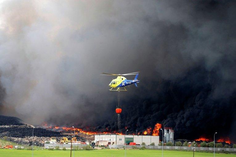 В Испании вспыхнул токсичный пожар на крупнейшей в Европе свалке автопокрышек (видео)