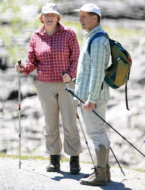 Канцлер Германии Меркель пять лет надевает в походы один и тот же костюм