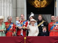 Сотни гостей, 1500 артистов и 900 лошадей – Великобритания празднует 90-летний юбилей Королевы Елизаветы (видео)