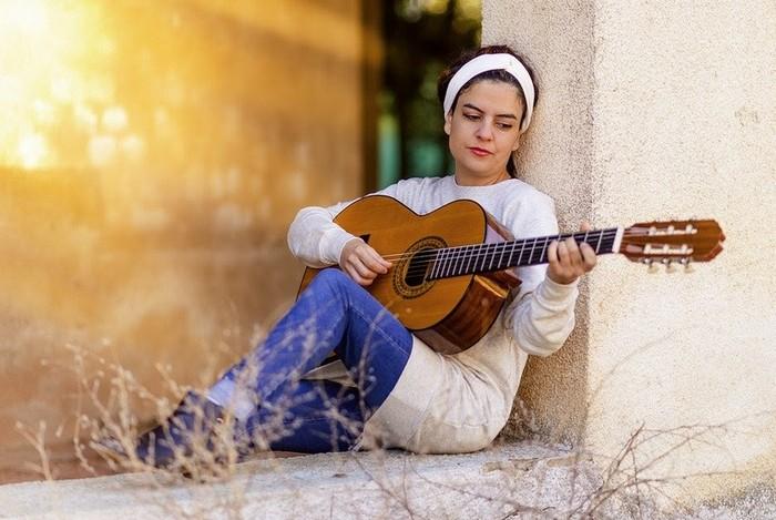 4 инструмента, играть на которых можно обучится за считанные дни
