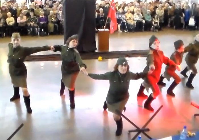 Сеть подорвал неистовый танец ко Дню Победы