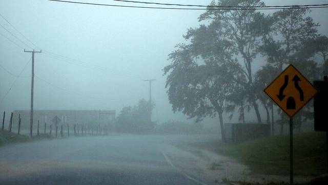Тропический шторм «Эрл» переквалифицирован в ураган и движется на Центральную Америку