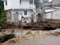 Шторм в Мексике привел к многочисленным жертвам и разрушениям (видео)