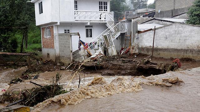 Шторм в Мексике привел к многочисленным жертвам и разрушениям