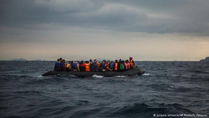 В Средиземном море спасли почти 2 тысячи беженцев