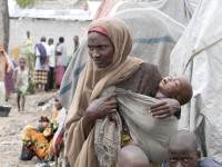 A woman waits with her child for medical treatment at Aden Adde hospital near a displaced persons camp in Waberi, south of Mogadishu, July 8, 2011. REUTERS/Omar Faruk (SOMALIA - Tags: CIVIL UNREST POLITICS HEALTH SOCIETY)