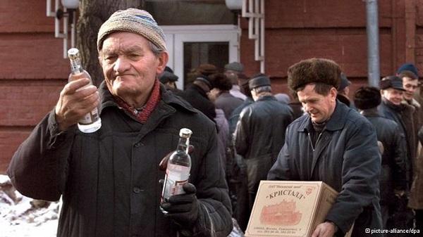 В России с февраля подешевеет водка, закуска продолжает дорожать
