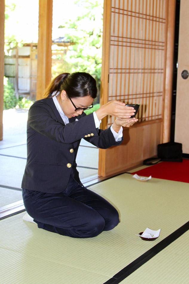 Японка обезоружила грабителя чашкой чая