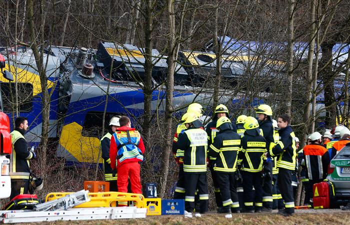 В Баварии в лобовом столкновении двух поездов погибли люди