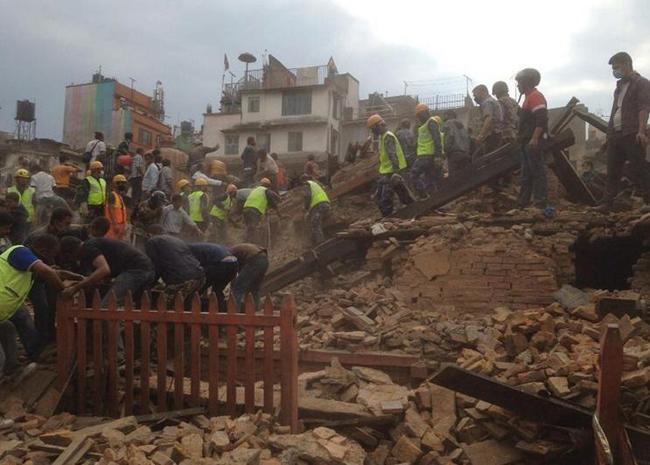 Весь мир спешит на помощь Непалу