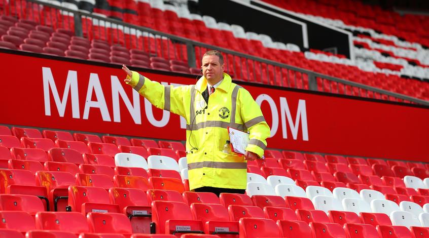 Недоразумение с «подозрительным пакетом» на стадионе будет стоить клубу «Манчестер Юнайтед» 3 млн фунтов стерлингов