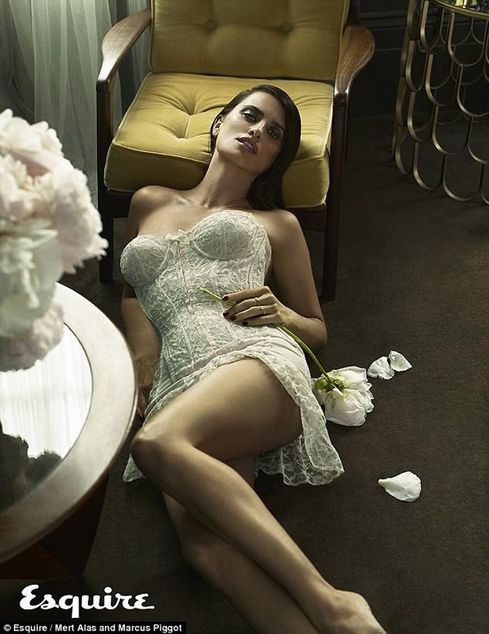 43-летняя Пенелопа Крус обнажилась для мужского журнала Esquire