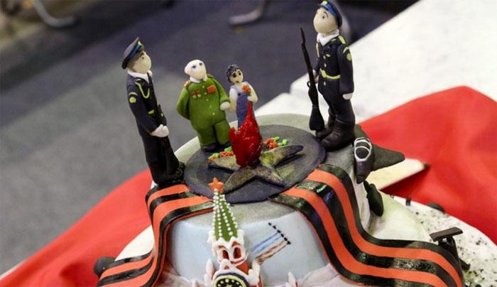 В Красноярске утром рано дети съели ветерана, или «веселый» конкурс тортов