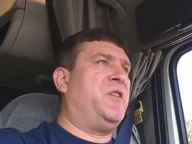 Хит сети: дальнобойщик Вадим Дубовский исполнил новую песню «Пролетарский марш»