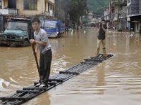 Мощные наводнения в Китае: пострадали миллионы людей (видео)