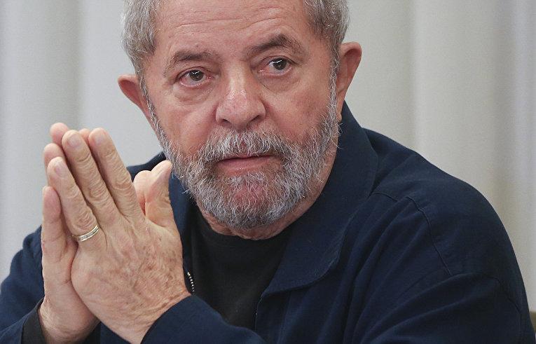 Экс-президента Бразилии обвинили в незаконном владении пентхаусом на пляже