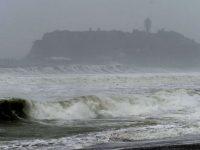 Япония страдает от тайфуна: есть погибшие и раненые (видео)