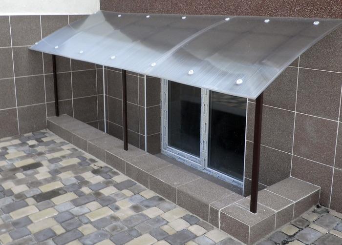Цокольный этаж в многоквартирном жилом доме фото
