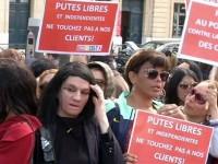 Французы разделились: наказывать или нет клиентов проституток? (видео)