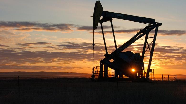 Эксперты считают, что замороживать добычу нефти бессмысленно