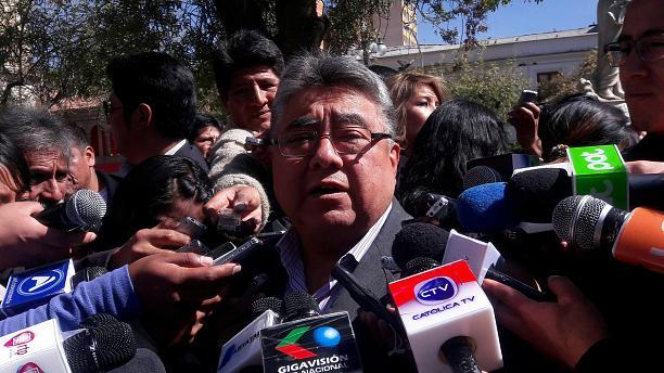 Боливийские протестующие забили насмерть вице-министра, который пришел на переговоры