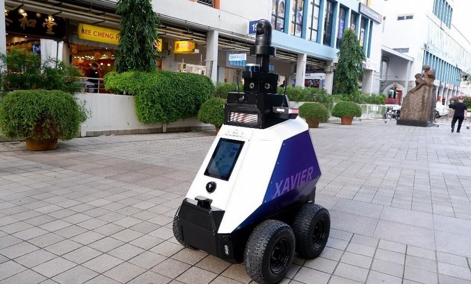 fdlx.com В Сингапуре робот Xavier охраняет общественный порядок