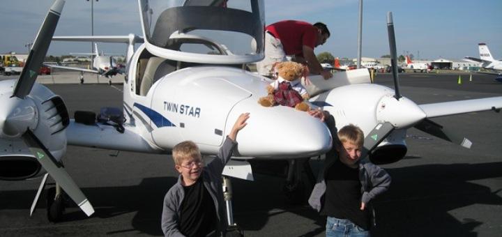 Дети угнали самолет и пролетели на нем пол-Европы