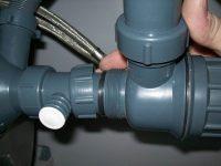 Как прочистить канализационные трубы без посторонней помощи