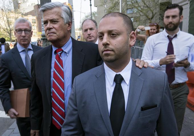 Председатель сената штата Нью-Йорк и его сын арестованы за взяточничество