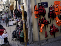 Пока ЕС и Анкара решают, как остановить мигрантов, турки продают им спасательные жилеты