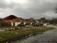 Сильный шторм и торнадо обрушились на три штата в США