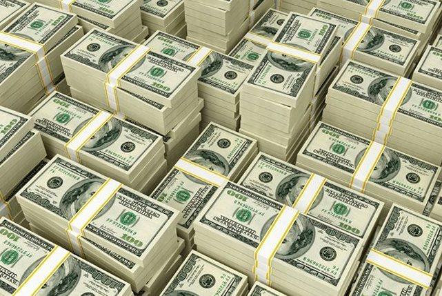 8 человек владеют третью всех денег на Земле