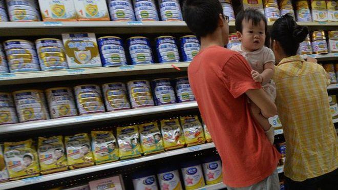 Правительство Китая изымает с полок магазинов детское питание
